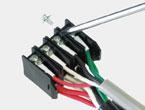 電線を接続する。